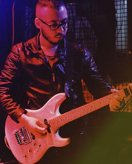 Juan Camilo Mora, profesor de guitarra en solorock academia de música