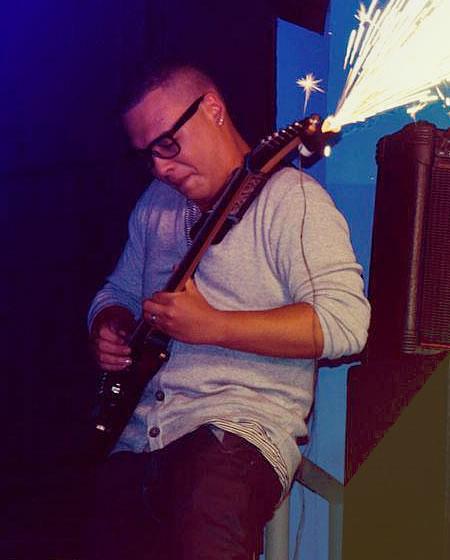 Richard Borja profesor de guitarra en solorock academia de música